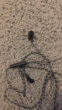 black and gray earbuds