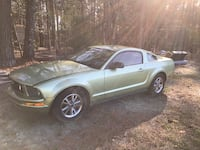 Ford - mustang - 2005 Chapel Hill
