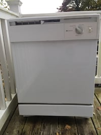 White Americana dishwasher  228 km