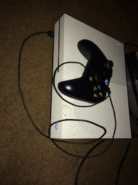 black Xbox 360 console with controller Wilson, 27893
