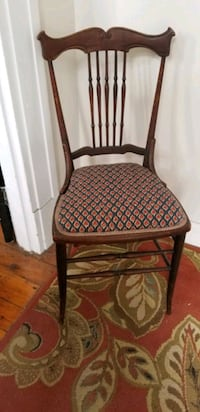 5 spindle back chair  Willow Street, 17584