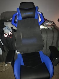 Black and blue gaming chair 469 mi