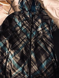 40$ for Nike windbreaker 40$ for genuine north face jacket north face is sold Burnaby, V3N 3T5