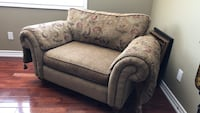 brown and gray floral fabric 2-seat sofa King, L0G