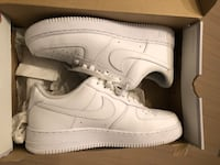 All white classic air force 1  Condition 9/10 Size: 9 $100 Toronto, M5V 4A8