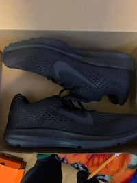 BRAND NEW! Nike ZOOM Winflow