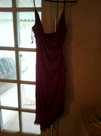 Red.  Dress  $3. 00Nice Mobile, 36695