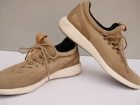 Pair of white-and-brown low top sneakers Los Angeles, 91352