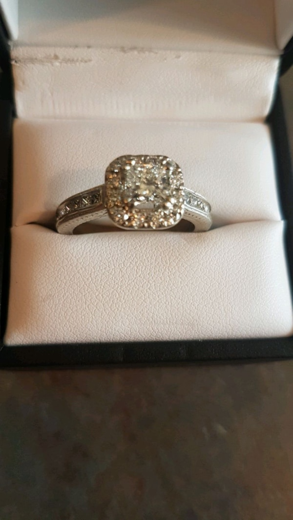 Engagement ring 6500 obo 6fee3fe8-202e-49a8-9d17-ab4e8bb098f9