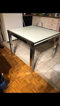 White glass dining room table - extendable  Toronto, M6H 3Z7
