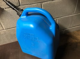 5 gallons fuel can