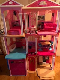 Barbie dream house  Somerville, 02145