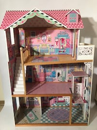 Barbie dill house  Surrey, V4P 1K5