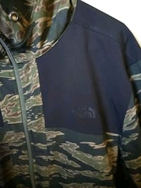 Large North face hoodie Fairfax, 22033