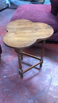 round brown wooden pedestal table Concord, 94520