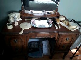 Antique beauty  products  and  mirror