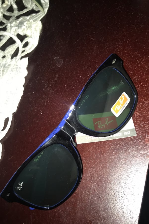 Blue and black men's ray bans 0