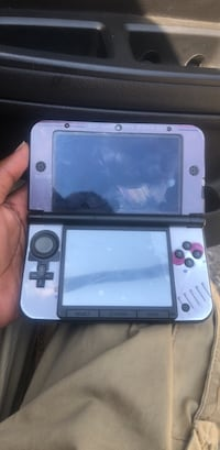 white and black Nintendo 3DS Compton, 90220