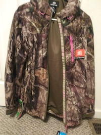 Mossy oak pink camo hoodie-Brand new with tags Martinsburg, 25404