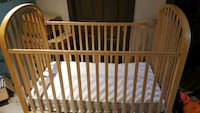Solid wood crib and change table St. Catharines, L2N 4J1