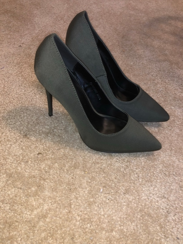Fashionable, never worn before heels!!