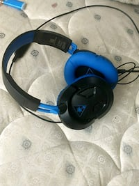 black and blue Turtle Beach headset Summerhill, 15958