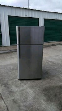 ICE Cold!!!!! GE Stainless Steel Refrigerator  Mesquite