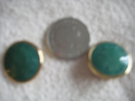 4 pairs clip-on earrings in various colors, as shown