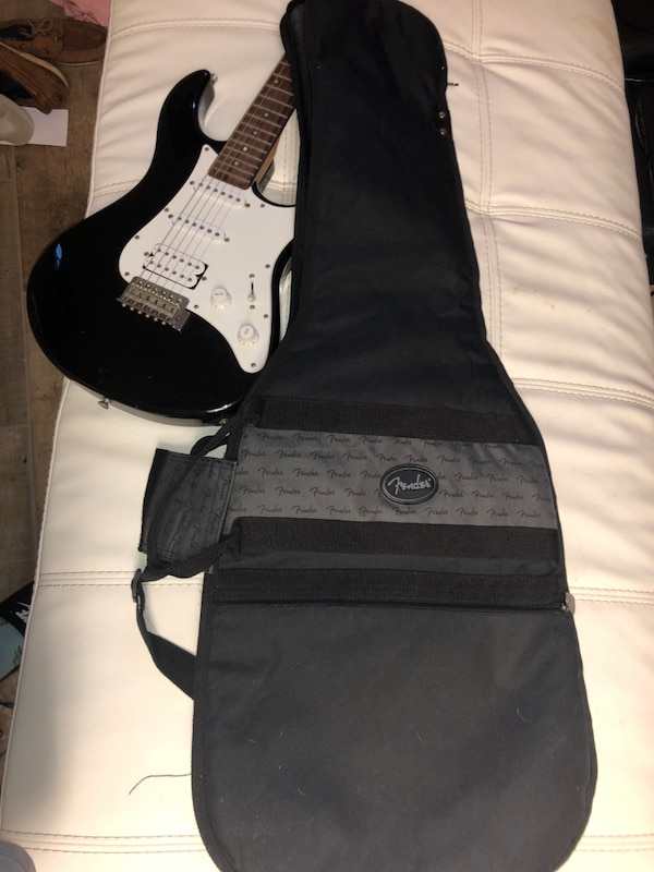 Used Black And White Yamaha Electric Guitar For Sale In New Albany