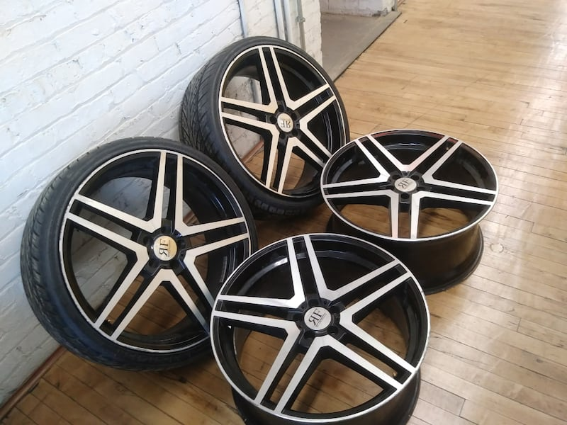 """22"""" rims & tires 5x112 staggered 4601c11b-1be9-45df-bc58-57a91cc926f3"""