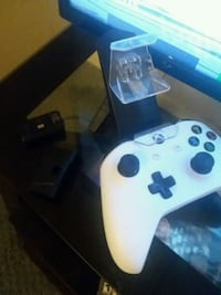 game console controller and charge doc w/extra bat Middletown, 45044