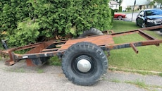 brown and black flatbed trailer