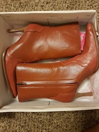 pair of cognac leather mid-high heels boots in box West Saint Paul, 55118