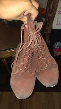 pair of brown suede lace-up boots Westminster, 80030
