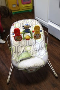baby's white and green Fisher-Price bouncer seat Poquoson, 23662