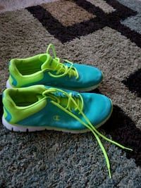 pair of green-and-blue Nike running shoes Spencer, 01562
