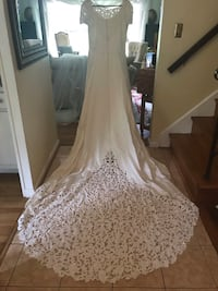 Designer Oleg Cassini wedding dress  with lace veil  Rockville, 20850