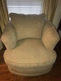 LA-Z-BOY Beige Fresco Swivel Chair Chenille EUC Tan Potomac, 20854