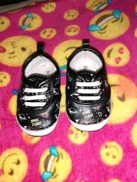 Baby shoes sz 2  $1.00