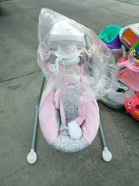 baby's white and pink cradle n swing Selma, 78154