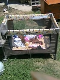baby's gray and white travel cot Bakersfield, 93304