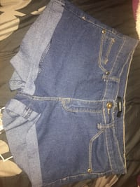 Blue denim short  Bakersfield, 93306