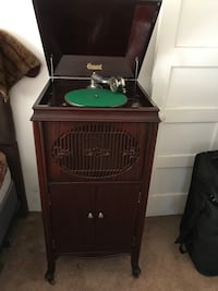 Beautiful Antique Brunswick Phonograph Model 212 Comes with 61 records