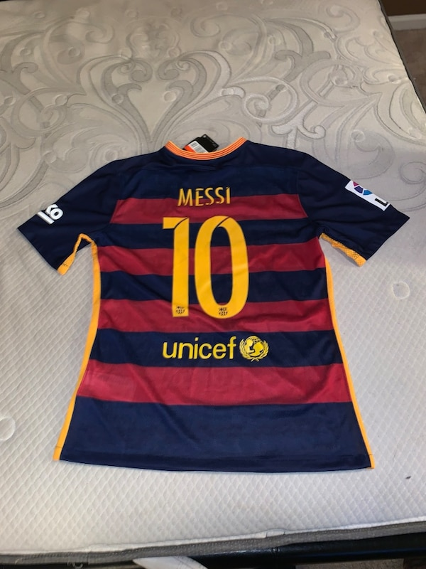 quality design 8645d c0cf3 Brand New Men's Lionel Messi Size Large Jersey