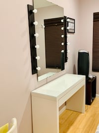Make-up, dressing table with mirror and pro lightning