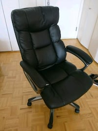 Office chair - reclining and comfortable  Jersey City, 07310