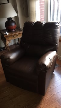 Brow leather tufted sofa chair recliner Toronto, M3L 2G3