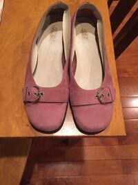 Pink suede flats  32 km