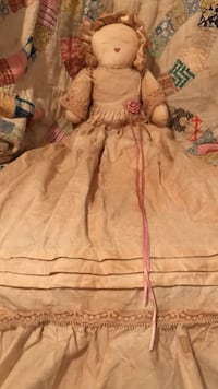 Adorable !!! country doll with antiqued tea stained dress. Gainesville, 20155