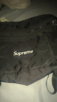 black and white Supreme crew-neck shirt Valdosta, 31601
